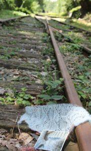 Maschenkunst auf den Gleisen... Vielen Dank an Marion