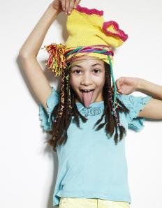 Hotpants als Mütze anziehen - das ist lustig...:-)