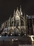 So früh ist die Domplatte in Köln noch schön leer...
